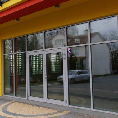 fasada drzwi aluminiowe Siedlce kolor srebrnym ral 9006